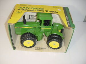1/16 John Deere 8640 Tractor W/Duals by ERTL W/Nice Original Green & Yellow Box!