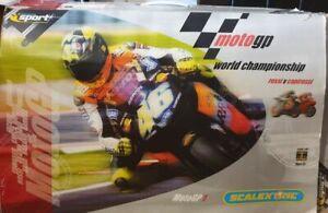 Valentino Rossi v Capirossi MotoGP 1 Scalextric set + Extra drift cars