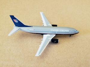 1/400 AeroClassics Boeing 737-300 United Airlines Battleship Grey N310UA