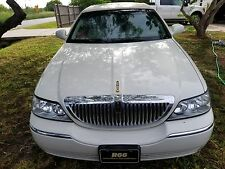 2005 Lincoln Town Car Signature Sedan 4-Door