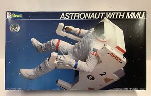 """Vintage 1984 Revell Astronaut with MMU 10 1/4"""" high Scale Model Kit 4731"""