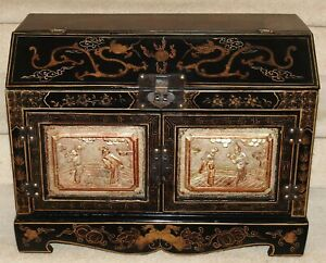 Antique Chinese black Lacquerware Wood Dresser Storage Box Gold Gilt Dragon Art
