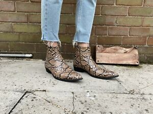 Men's Faux Snakeskin chelsea boots Size 9