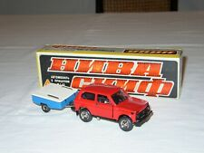 LADA NIVA 2121 con TRAILER - N. A20 - 1:43 Marzo 1982 MIB N/MINT in Original Box