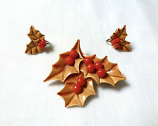 VTG leaf & RED berry BROOCH matching screwback EARRINGS Christmas HOLIDAY SET