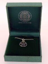 Collar de joyería de metales preciosos sin piedras, símbolos