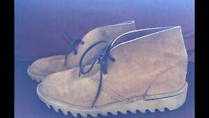 Deus suede mens shoes fit size 9-10 men's. Good condition