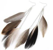 Boucles d'Oreilles plumes marron mouchetées et chaine argentée. top tendance