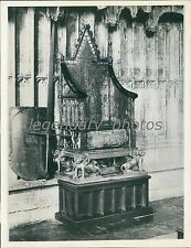 1936 Oaken Coronation Chair with Shield and Sword Original News Service Photo