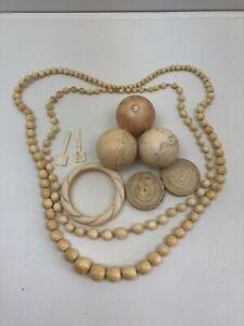 Lot divers objets sculptés dont boules de billard français anciennes