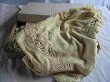 robe et cape de baptême bébé ancienne.