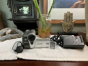 Panasonic PV-GS31 MiniDV Camcorder 26x Optical Zoom +Battery+Charger+Card WORKS