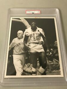 HISTORIC NY Knicks Willis Reed United Press PSA/DNA Type 1 Photo 1969 NBA FINALS