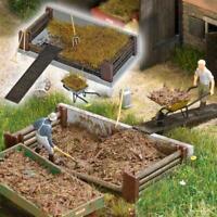 BNIB OO / HO BUSCH 1526 GARDEN / FARM COMPOST PILE + WHEELBARROW & ACCESSORIES