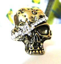 Bague skull  tete de mort de pirate strass et bronze doré. Top tendance