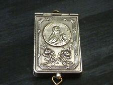 Pendentif religieux livre miniature métal argenté ou argent?