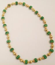 collier ancien couleur or support en chaine métal perle verte et perle gravé 375