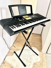 Keyboard und Keyboardständer yamaha YPT- 220 guter Zustand