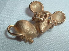 VINTAGE AVON MOUSE WITH MOVABLE GLASSES BROOCH PIN 1973 GOLD TONE RHINESTONE