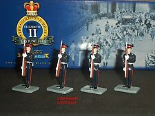 Britains 40341 Collectors Club Royal Military Academy Present Arms Figure Set