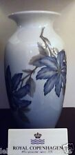 Royal Copenhagen - Vaso Flora Blu Royal Copenhagen - Vase with blue clematis