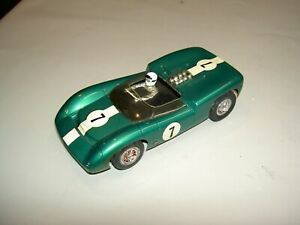 Revell RTR 1/24 scale Lola Slot Car, Green w/ white racing strip Great Condition