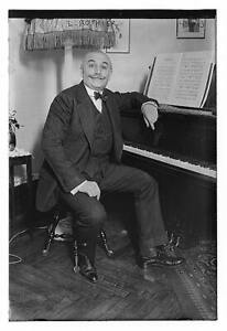 Photo:Leon Rothier,1874-1951,French musician,opera singer,seated at piano 6538