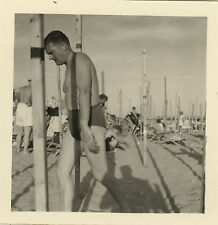 PHOTO ANCIENNE - VINTAGE SNAPSHOT - HOMME MAILLOT BAIN PLAGE PROFIL OMBRE -BEACH