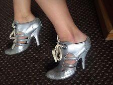 Señoras Vivienne Westwood Zapatos de tacón en color plata. Size UK 4 (EUR 37)