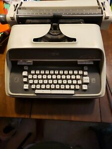 Vintage IBM Executive typewriter Model D 41