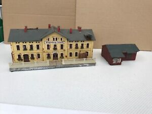 N GAUGE PLASTIC KIT BUILT BUILDINGS USED.