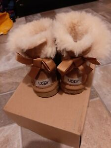 Kids ugg boots size 10
