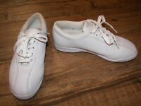 Women's Easy Spirit Comfort 2 Lace-Up Shoes - 7B / 2A