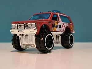 ☠ 2021 HW ZOMBIES ☠ Design CHEVY BLAZER 4X4 ☠ red;rescue ☠ Hot Wheels LOOSE