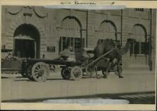 1927 Press Photo Camel Pulls Cart Next to Cars on Streets of Karachi, India
