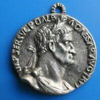 """#2373# Médaille """"signée 3 Suisses Roubaix"""" en étain"""