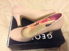 New George women taupe pumps 3 1/4 inch heel size 8