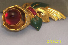 VINTAGE UNMARKED CORO RED CABOCHON ENAMEL & RHINESTONE FUR DRESS CLIP