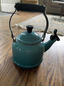 """Le CREUSET Enameled Tea Kettle Blue 6"""" 1.1L 1-1/4 Qt Caribbean Ombré Whistling"""