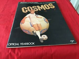 1982 NASL CHAMPS   New York Cosmos Soccer Yearbook & Giorgio Chinaglia Poster
