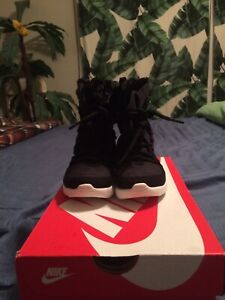 NIKE boots black toddler size 9