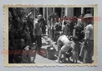 WOMEN WORKER BOY SERVE FOOD BACK STREET VINTAGE B&W HONG KONG Photo 18419 香港旧照片