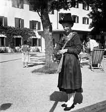 AUTRICHE c. 1959 - Jolie Tyrolienne Pertisau - Négatif 6 x 6 - Aut 144