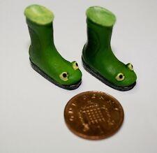Froggie más, Casa de muñecas en miniatura Wellington Botas Frog Rana