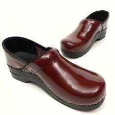 @@ Dansko Pro Clogs Women's Sz 11.5/12 EU 42 Patent Leather Burgundy Platforms