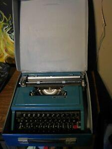 VTG Olivetti Ventura Typewriter Blue Portable w/ Case Spain Works! As-Is! MCM