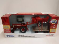 Case IH Farmall 806 w/ Hay Set 1/32 Toy