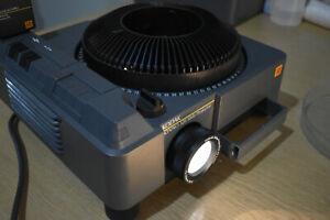KODAK EKTAPRO 320 Slide projector 35mm + 80 carousel