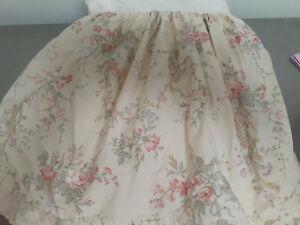 Vintage Ralph LaurenTwin Bed Skirt-Delicate Pattern-Soft White with Tiny Florals