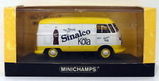 Camions miniatures jaunes en métal blanc